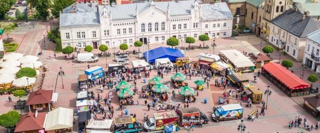 Foodtrucki z całej Polski opanowały sanocki Rynek (ZDJĘCIA)