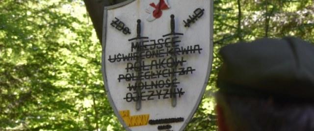 Upamiętniono 80. rocznicę zbrodni na górze Gruszka