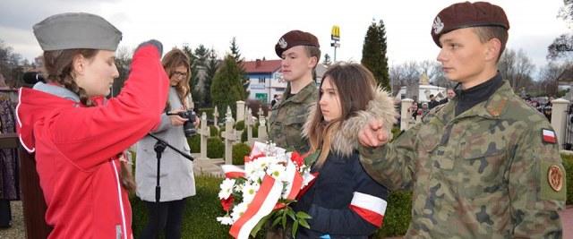 Złożenie wieńców i kwiatów w dniu 11 listopada